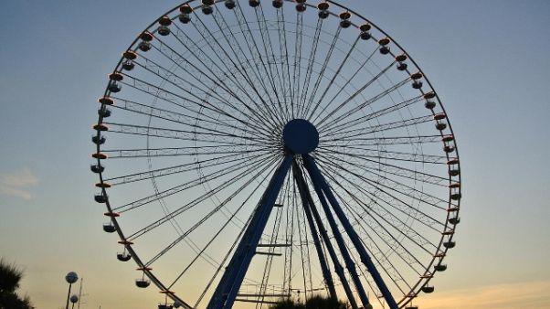 Si lancia da ruota panoramica di Rimini