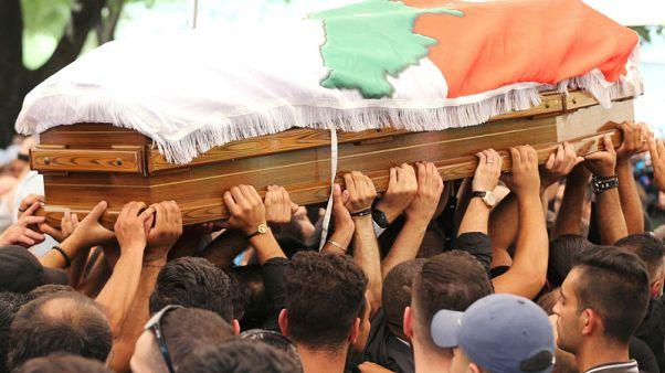 في لحظة حرجة.. لبنان يصاب بالشلل بسبب الصراع السياسي