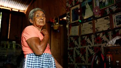 Guatemalan villagers recognise viral photo of mother pleading at U.S. border