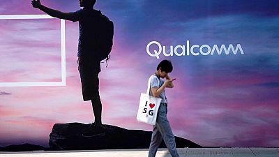 Qualcomm shares fall 6% on dour current-quarter forecast