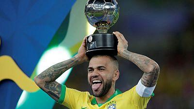 داني ألفيس ينضم إلى ساو باولو في انتقال مجاني
