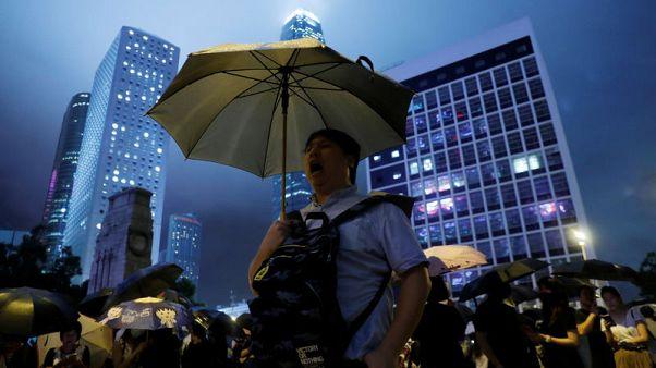 تجمع آلاف من موظفي الحكومة في هونج كونج وسط خطط لموجة احتجاجات