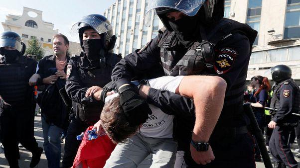 الشرطة الروسية تحتجز 381 محتجا بوسط موسكو