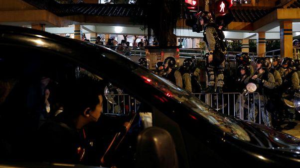 الآلاف يحتجون في هونج كونج وتحذير من أن بكين لن تسمح باستمرار هذا الوضع