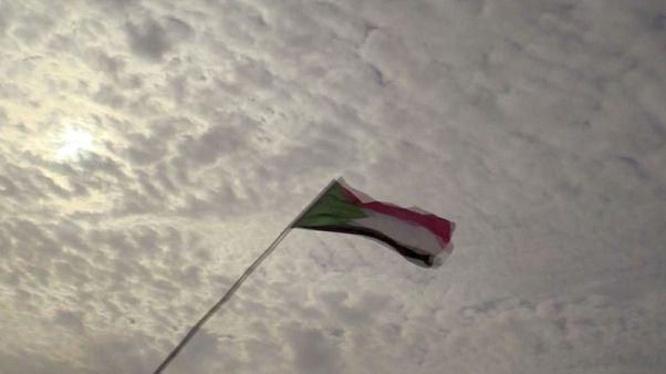توقيع بالأحرف الأولى لإعلان دستوري سوداني يؤذن بتشكيل حكومة انتقالية
