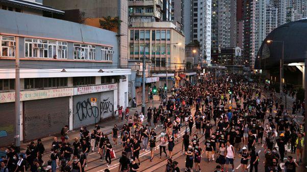 شرطة هونج كونج تطلق الغاز المسيل للدموع على محتجين