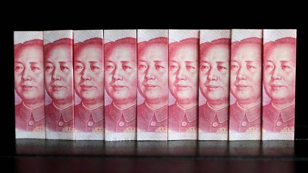 مصحح-اليوان يسجل أدنى مستوى في 11 عاما مع اشتداد الحرب التجارية