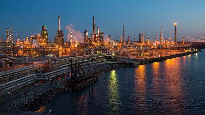 مصحح-النفط يهبط 3% مع تضرر آفاق الطلب من مخاوف الحرب التجارية