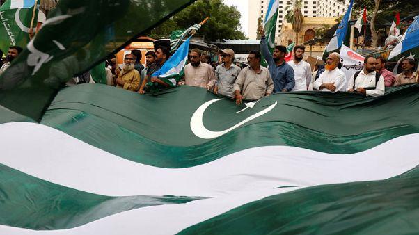 """احتجاجات في انحاء باكستان على خطوة الهند """"غير القانونية"""" في كشمير"""