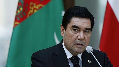 رئيس تركمانستان يظهر على التلفزيون الرسمي لنفي شائعات وفاته