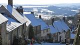 UK winter energy bills to fall as regulator lowers price cap