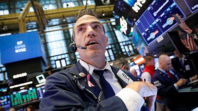 وول ستريت تفتح متراجعة مع إقبال المستثمرين على الملاذ الآمن