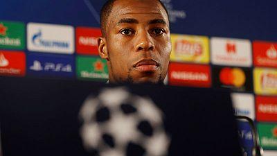 Everton sign France full back Sidibe on loan