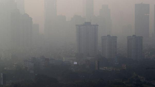 في مسعى لمكافحة التلوث.. جاكرتا تحد من استخدام السيارات الخاصة
