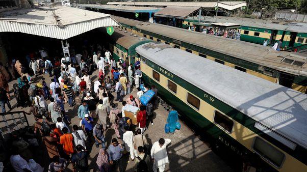 باكستان تعلق خدمة القطارات مع الهند