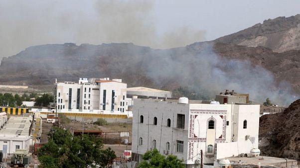 استمرار الاشتباكات في مدينة عدن باليمن ومقتل شخص من المارة