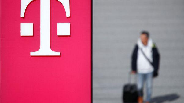 Deutsche Telekom second-quarter in line, confirms guidance