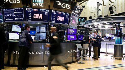 بورصة وول ستريت تقفز بدعم من بيانات اقتصادية إيجابية غطت على مخاوف التجارة