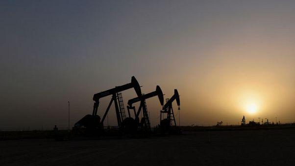 النفط يرتفع رغم انخفاض نمو الطلب إلى أدنى مستوى في 10 سنوات