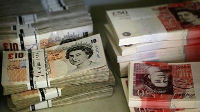 الاسترليني يهبط لأدنى مستوى في عامين مع انكماش الاقتصاد البريطاني