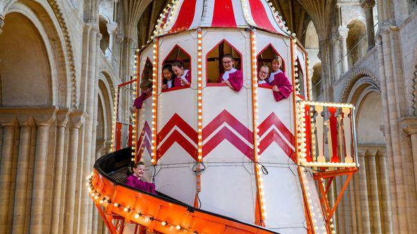فكرة مسلية أم حمقاء؟ كاتدرائية بريطانية تضع زحلوقة لجذب الزائرين