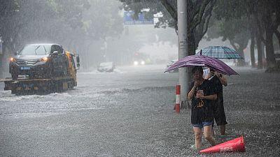 مقتل 18 شخصا في انهيار أرضي ناجم عن إعصار وأمطار غزيرة بالصين