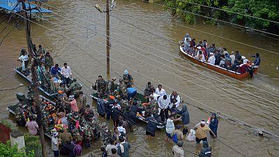 ارتفاع عدد ضحايا الفيضانات بالهند إلى 95 وإجلاء مئات الآلاف