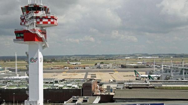 Frammenti aereo su Fiumicino, no feriti