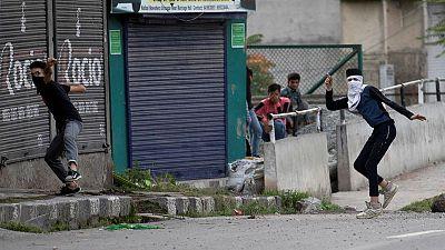 عودة بعض مظاهر الحياة الطبيعية إلى كشمير لكن حملة الهند ما زالت صارمة
