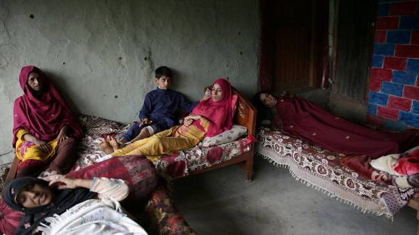 مقتل طفل وإصابة 10 في انفجار قنبلة بقرية في الشطر الباكستاني من كشمير