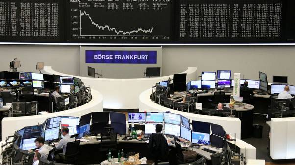 European shares fall as growth worries grip