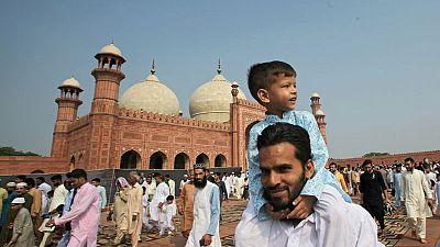 باكستان تحتفل بعيد الأضحى وتعبر عن تضامنها مع الكشميريين