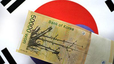 كوريا الجنوبية تراقب سوق العملات تحسبا لحاجة محتملة لتخفيف التقلبات