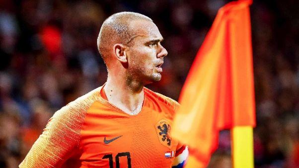 Calcio: Sneijder annuncia il ritiro