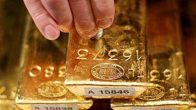 الذهب ينزل من أعلى مستوى في 6 سنوات بفعل علامات على انحسار التوترات التجارية