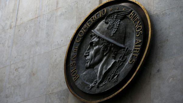 سندات وأسهم الأرجنتين تظهر دلائل على الاستقرار بعد انهيار