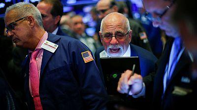 وول ستريت تفتح منخفضة في ظل توترات جيوسياسية ومخاوف بشأن التجارة