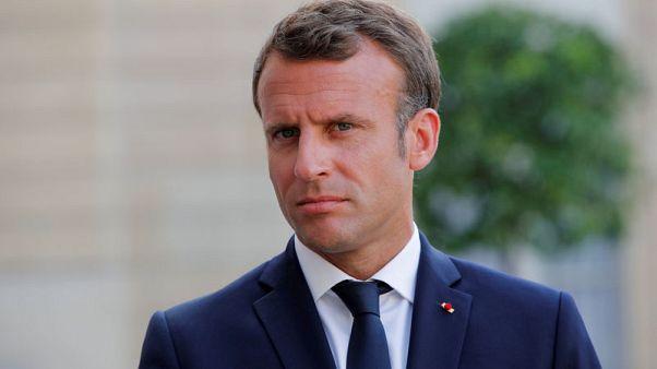 متظاهرون ينتقدون نائبا فرنسيا احتجاجا على سياسات ماكرون الزراعية