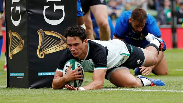 Carbery injury layoff hands Ireland flyhalf dilemma