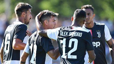 Tifosi in campo,amichevole Juve stop 51'