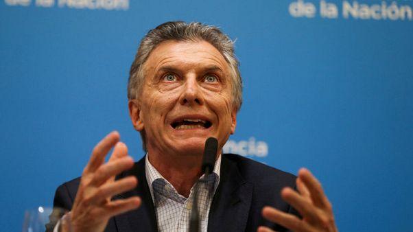 رئيس الأرجنتين يقول إن منافسه تعهد بتهدئة الأسواق إذا تولى السلطة