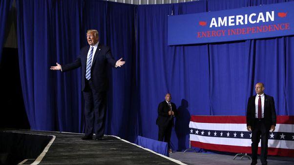 U.S. Senate Democrats ask Trump to shift wall money to gun measures