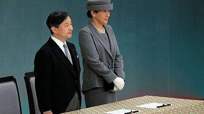 إمبراطور اليابان الجديد يسير على خطى أبيه ويعبر عن بالغ أسفه للحرب