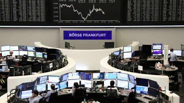 Trade worries plague European shares, FTSE underperforms