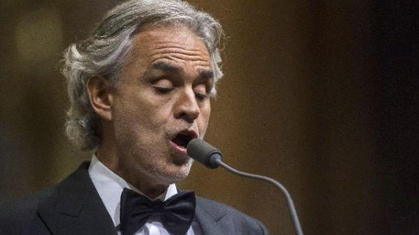 Bocelli canta a messa di Ferragosto