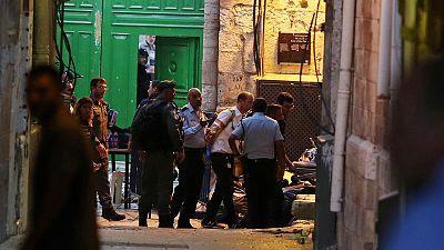 صبيان فلسطينيان يطعنان شرطيا إسرائيليا ومقتل أحدهما