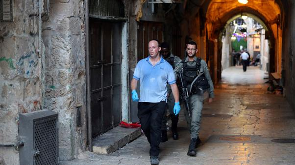Palestinian youths stab Israeli policeman, one youth shot dead