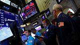 الأسهم الأمريكية تغلق متباينة مع تجاذب السوق بين مخاوف الركود وبيانات مبيعات التجزئة