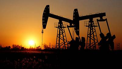 Oil edges up on easing recession fears