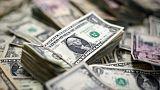 الدولار يتمسك بمكاسبه لكن المتعاملين ما زالوا قلقين بشأن مخاطر النمو العالمي